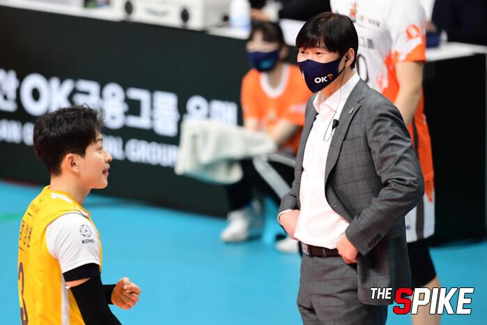 """[벤치명암] 석진욱 감독은 신인 공연에 웃었다.""""베테랑이 안 좋았을 때 잘 했어"""""""